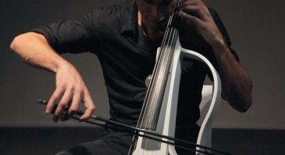 2CELLOS、ガンズ・アンド・ローゼズの Welcome to the Jungle をカバーした動画